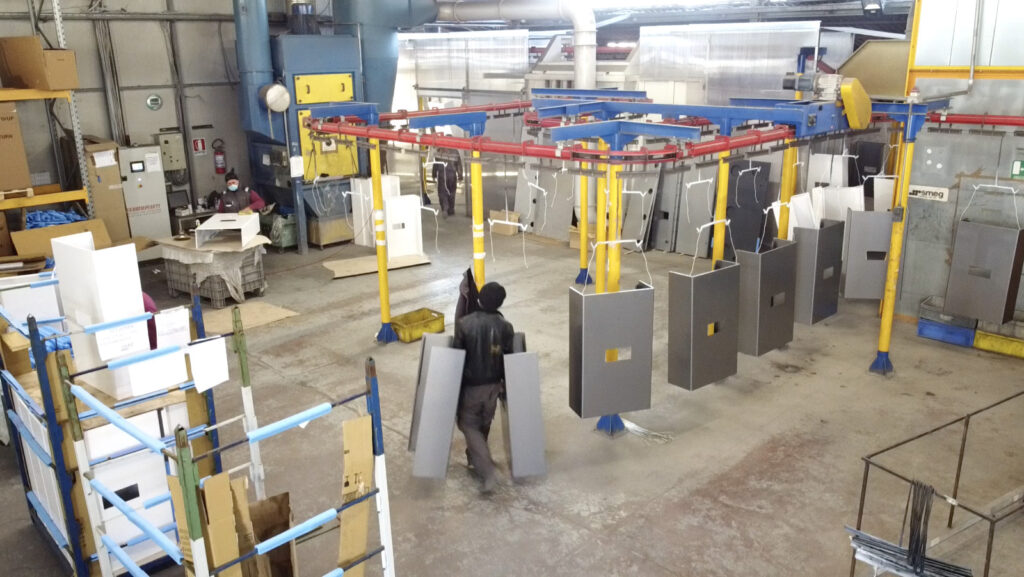Verniciatura a polvere a Pescara impianto in linea